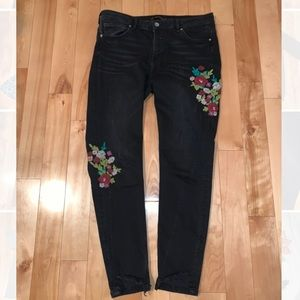 Distressed Zara jeans with floral embroidery